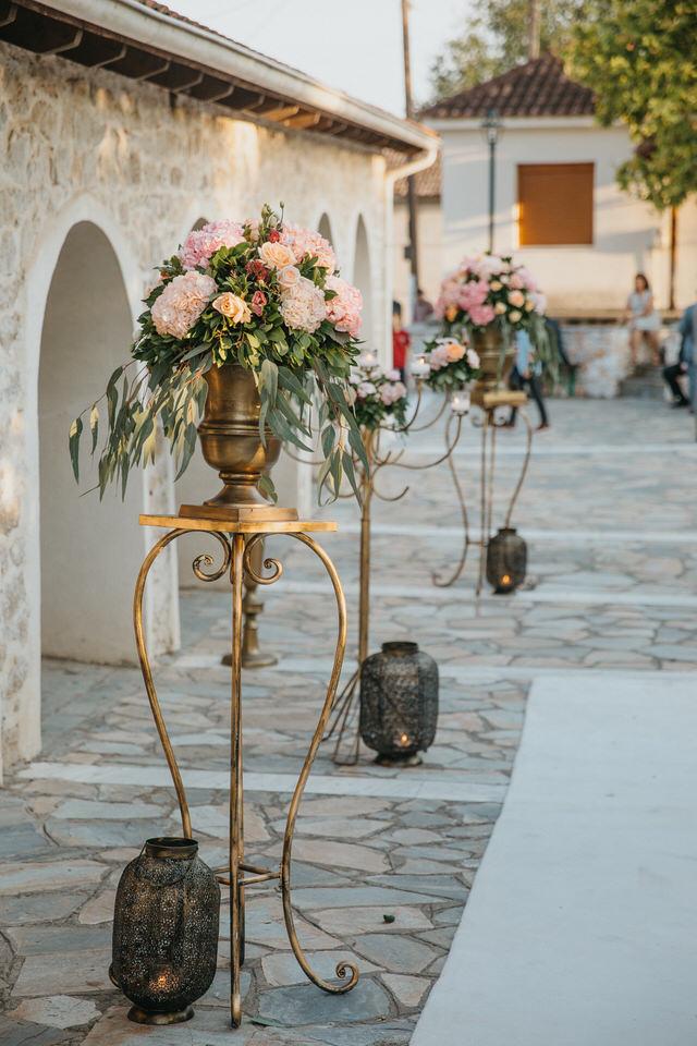 Στολισμός Εκκλησίας Γάμου Ανθοστήλες