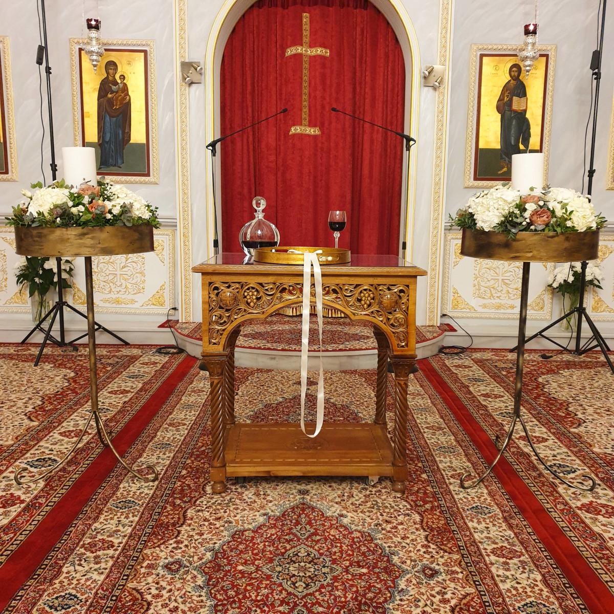 Wedding Candles Gold Pedestals Flower Arrangements Orthodox