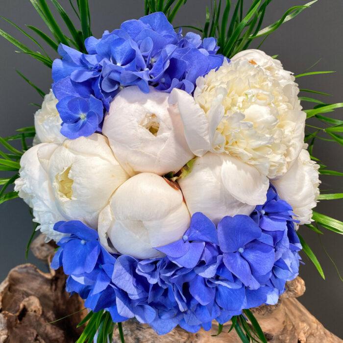 Ανθοδέσμη Γάμου Μπλε Ορτανσίες & Λευκές Παιώνιες