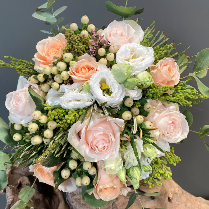 Ανθοδέσμη Γάμου Τριαντάφυλλα Λυσίανθος Υπέρικουμ Ευκάλυπτος
