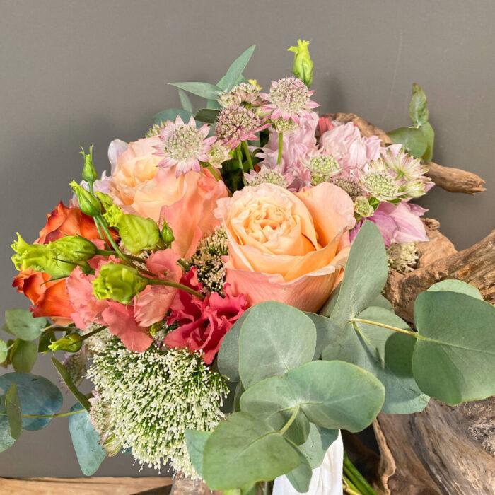 Ανθοδέσμη Γάμου Ντάλιες Αστράντια Τριαντάφυλλα Τραχίλιουμ Λυσίανθος