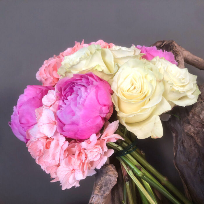 Ανθοδέσμη Γάμου Φούξια Παίωνιες Ορτανσίες Τριαντάφυλλα