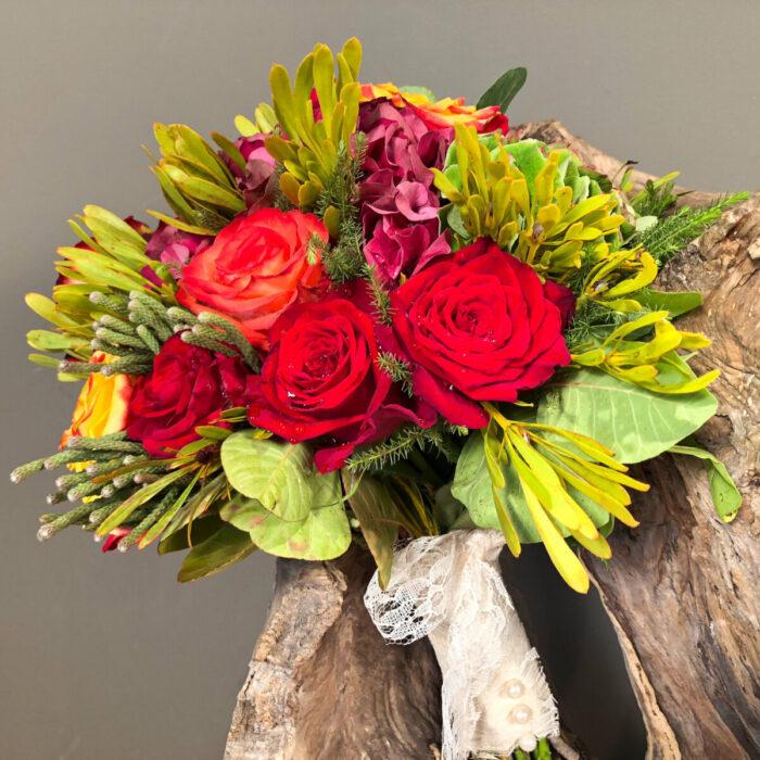 Ανθοδέσμη Γάμου Μπορντό Ορτανσία Κόκκινα Πορτοκαλί Τριαντάφυλλα