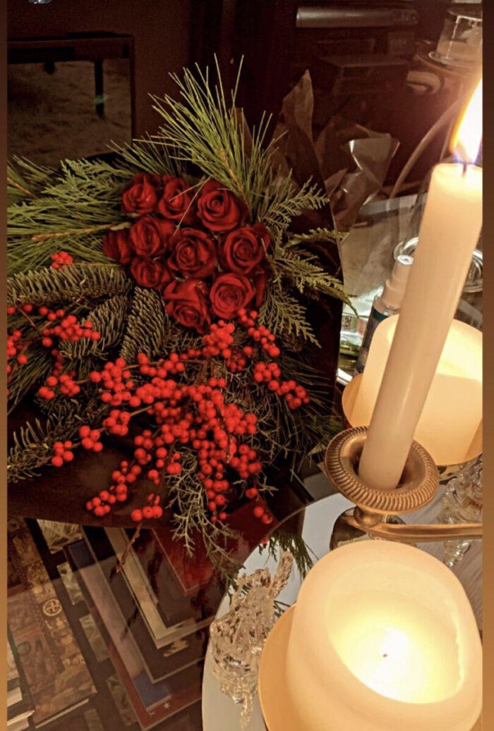 Ανθοδέσμη Κόκκινα Τριαντάφυλλα Γκι Έλατο