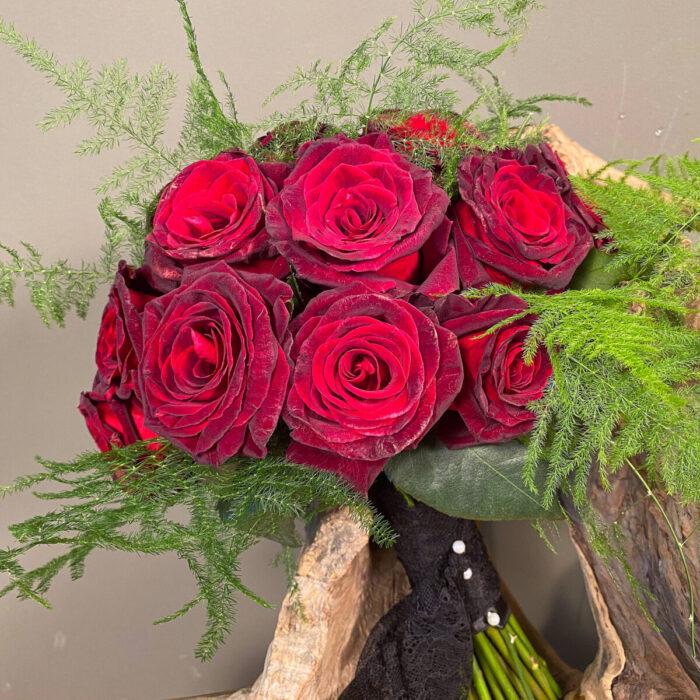 Ανθοδέσμη Γάμου Χριστούγεννα Κόκκινα Τριαντάφυλλα Black Baccara