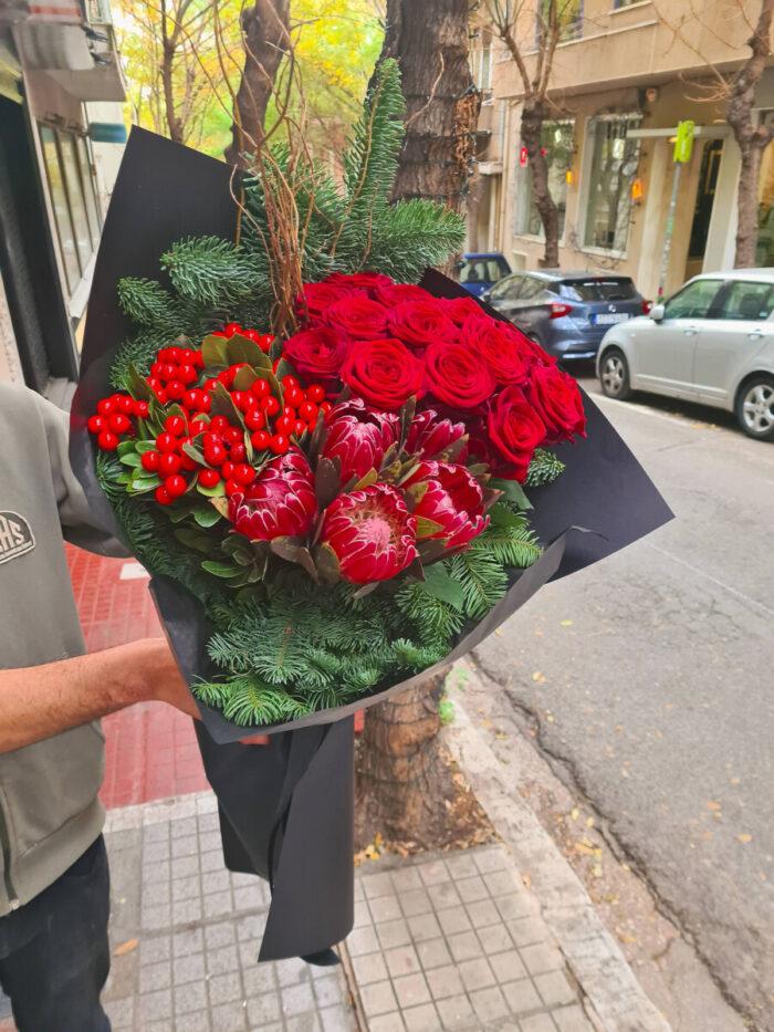 Μπουκέτο Κόκκινα Τριαντάφυλλα Υπέρικουμ Πρωτέες