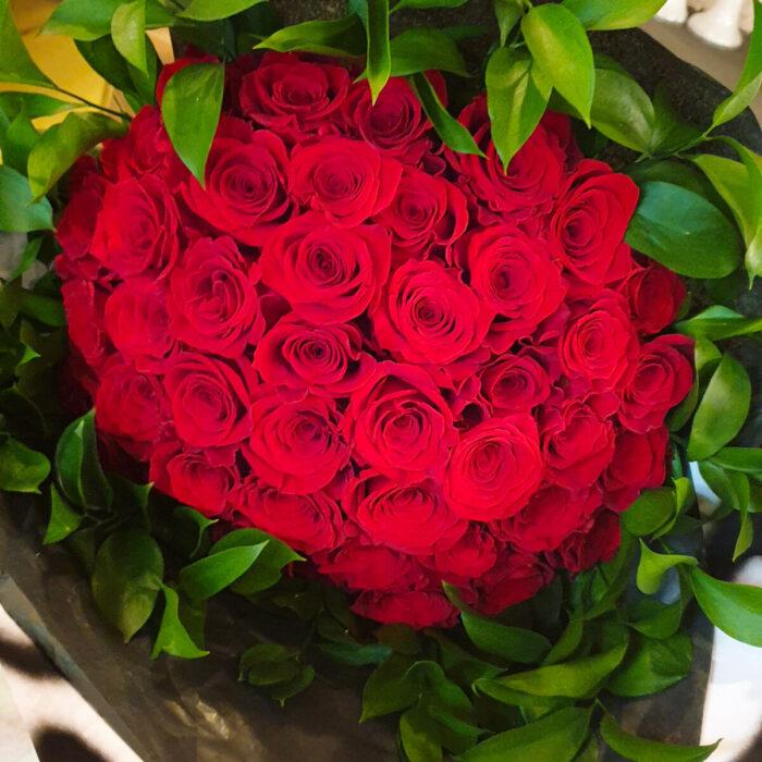 Ανθοδέσμη Κόκκινα Τριαντάφυλλα & Ρούσκο