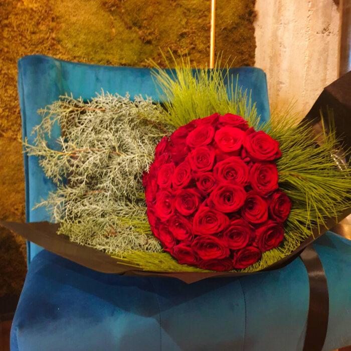 Ανθοδέσμη Τριαντάφυλλα Χειμωνιάτικες Πρασινάδες