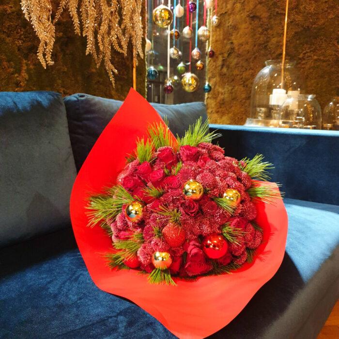 Ανθοδέσμη Κόκκινα Τριαντάφυλλα Χρυσάνθεμα Χρυσές Μπάλες
