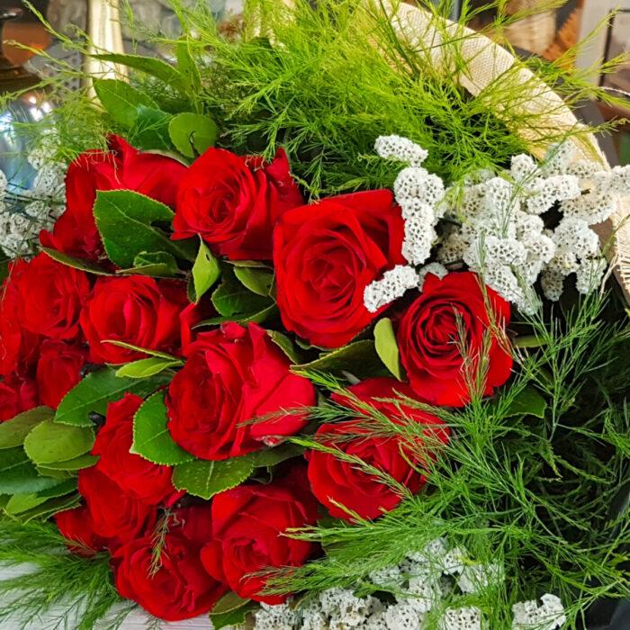 Μπουκέτο Κόκκινα Τριαντάφυλλα Αμάραντος Λευκός