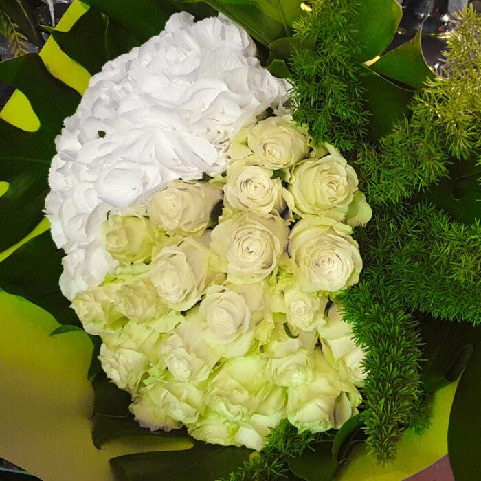 Μπουκέτο Λευκά Τριαντάφυλλα Ορτανσίες