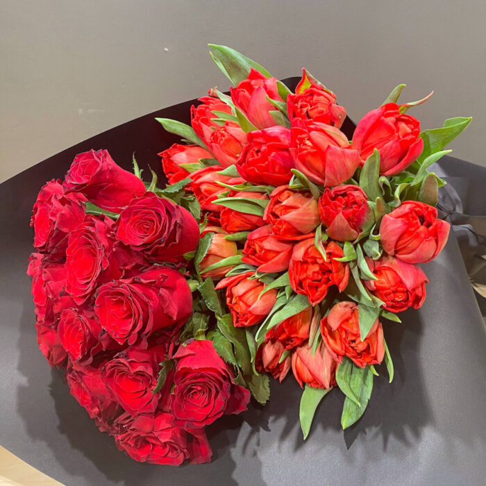Μπουκέτο Κόκκινα Τριαντάφυλλα Τουλίπες