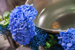 baptistery-decoration-for-a-baptism-in-greece-blue-hydrangeas-blue-gypsophila