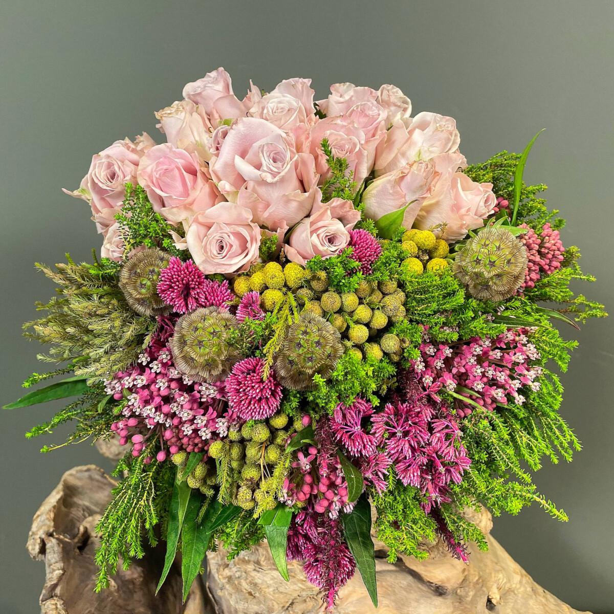 Μπουκέτο Τριαντάφυλλα Safari Σκαμπιόζα