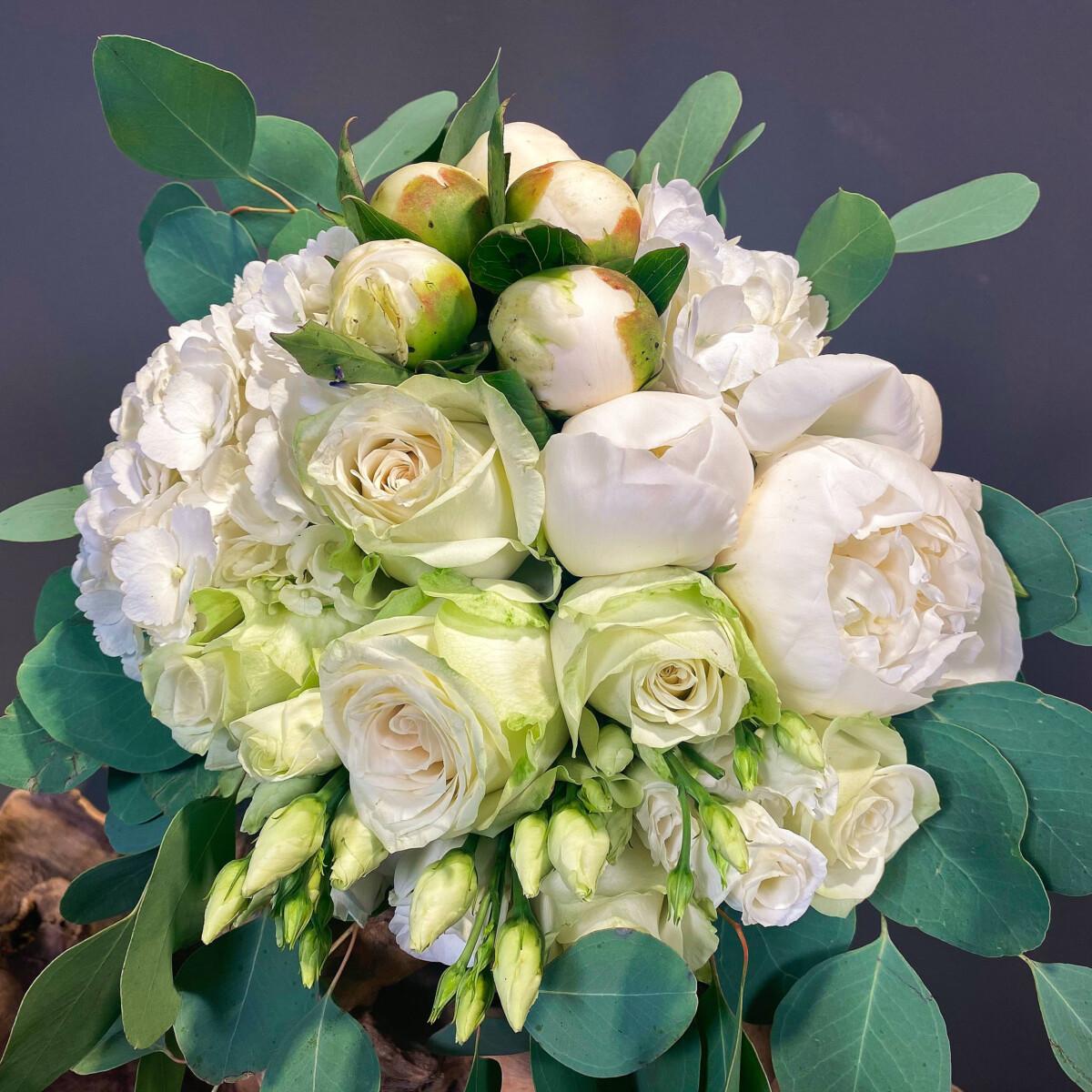 Ανθοδέσμη Γάμου Λευκές Παιώνιες Ορτανσίες Λυσίανθο Ευκάλυπτο