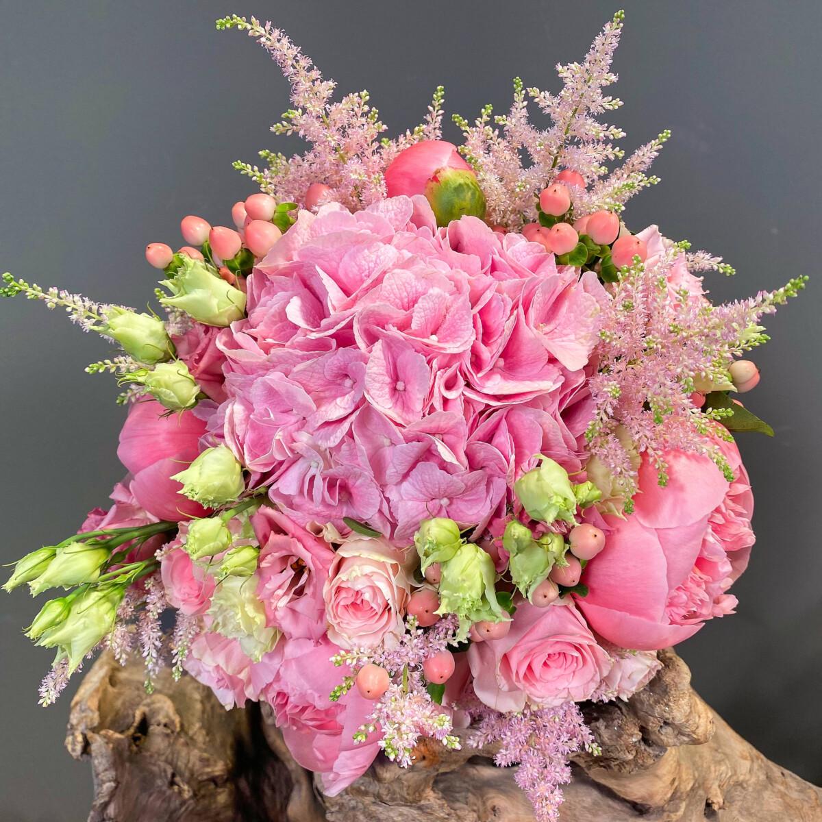 Ανθοδέσμη Γάμου Ροζ Αστίλβη Τριαντάφυλλα Παιώνιες Ορτανσίες